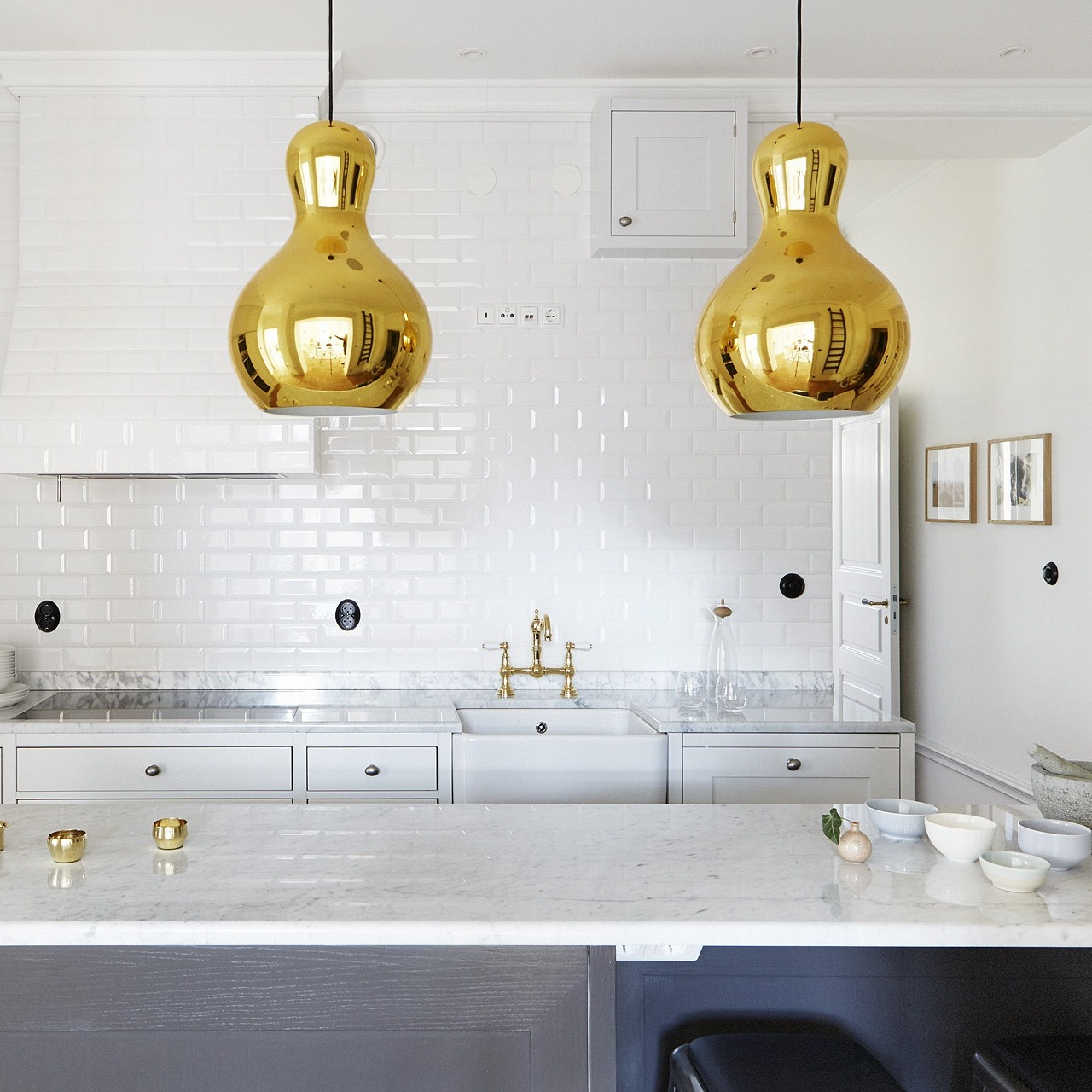kitchen island lights centered