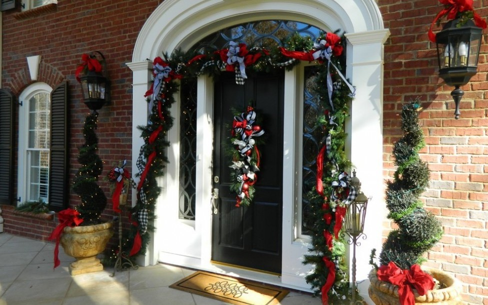entrance door christmas decoration